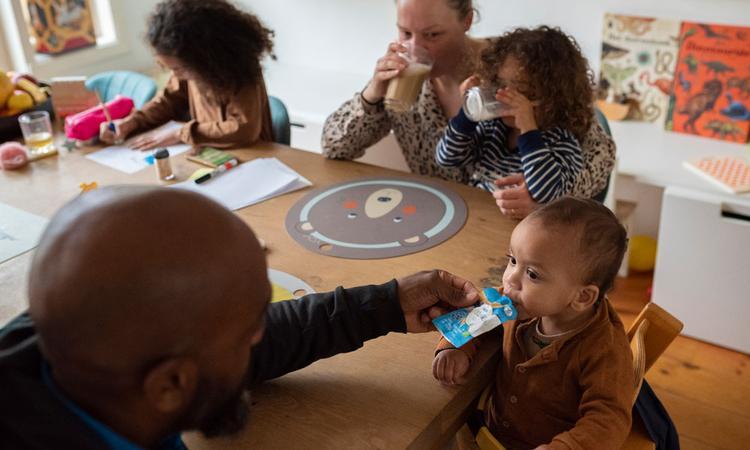 Waarom vaste eetmomenten nu extra belangrijk zijn voor je kind