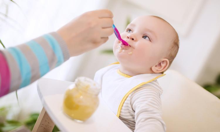 'Kant-en-klare babyhapjes vaak gezonder dan verse hapjes'