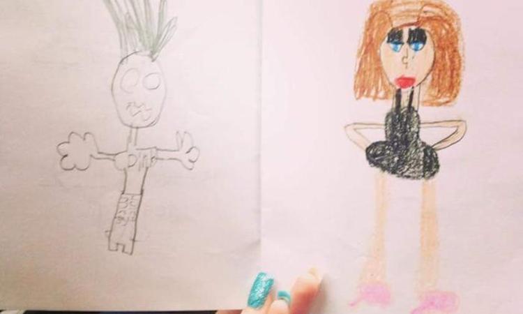 6-jarige komt aanzetten met té eerlijke tekening van haar moeder