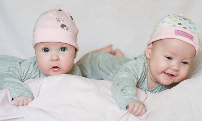 Good babyuitzet tweeling dit heb je nodig with tweeling for Tweeling ledikant