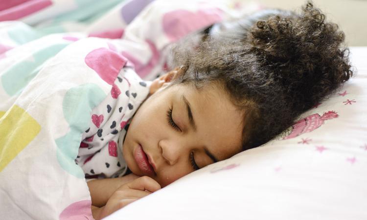'Strikte bedtijd helpt kinderen genoeg slaap te krijgen'