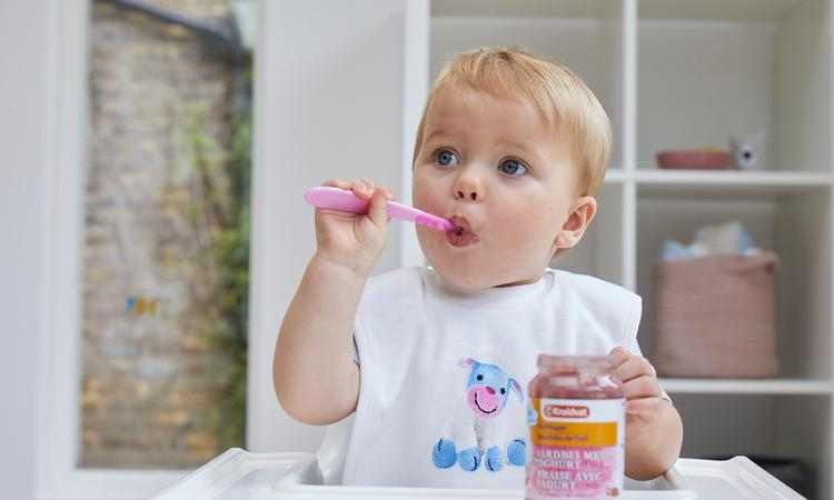 Hoera, je baby is 6 maanden: wat mag hij eten?