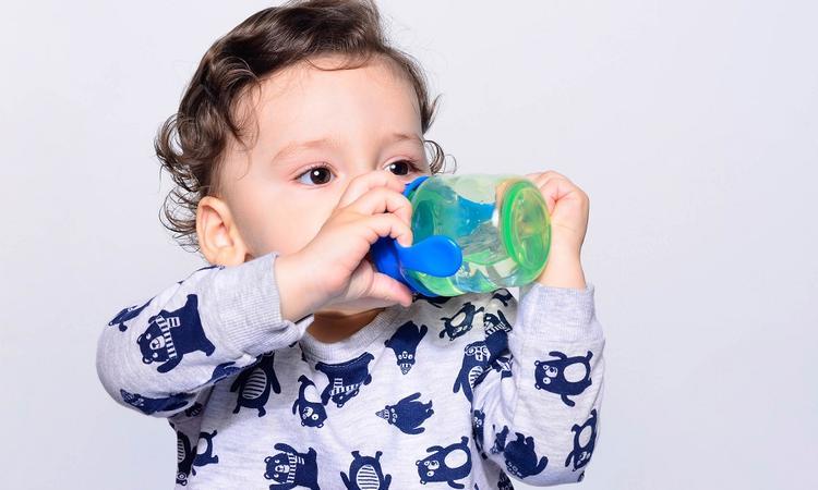 Drinkbekers voor baby, peuter en schoolkind: welke kies je?