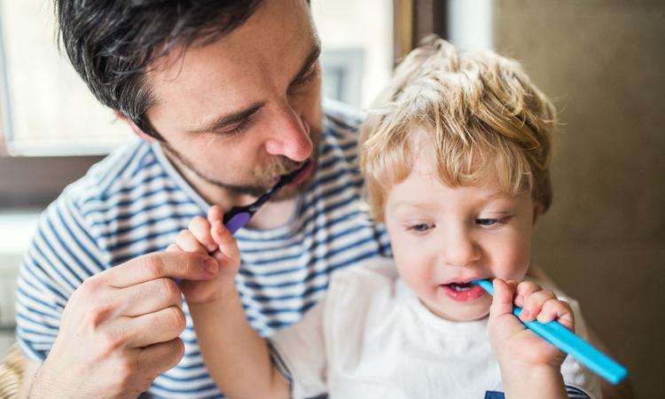Help, mijn peuter vindt tandenpoetsen verschrikkelijk. Wat nu?