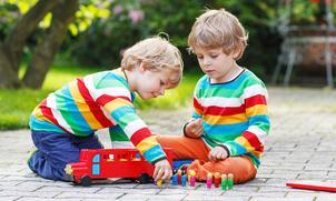 Tweeling naar kinderopvang en basisschool: apart of samen?