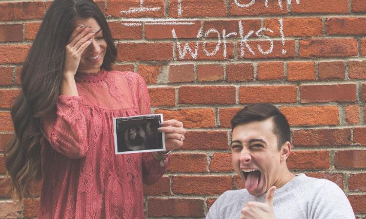 Verlamde man kondigt op hilarische wijze zwangerschap aan