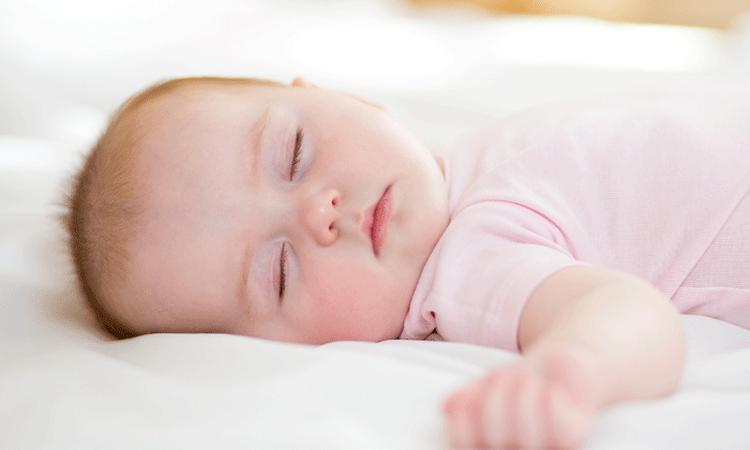'Ouders willen langer wachten met doorknippen navelstreng'