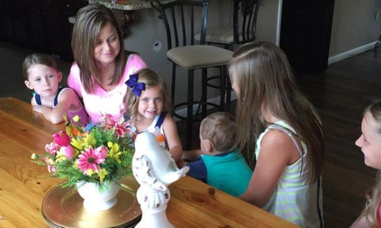 Vrouw neemt zes kinderen overleden vriendin in huis