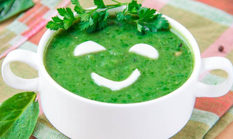 Een ijzertekort los je op door veel spinazie te eten: waar of niet?
