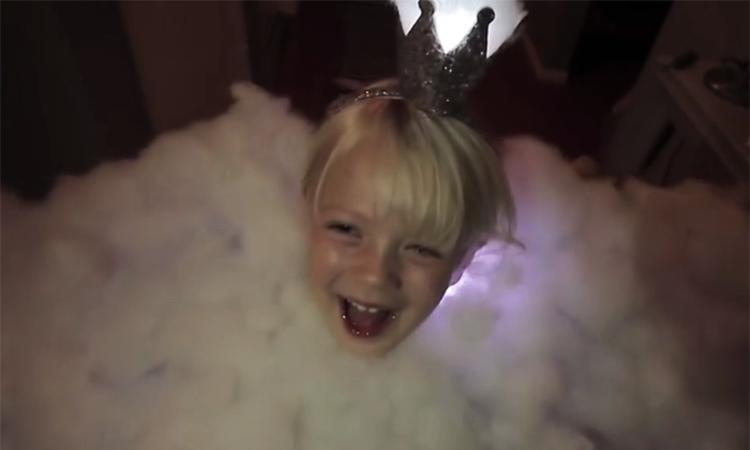 Deze vader maakt de meest spectaculaire kostuums voor zijn dochter