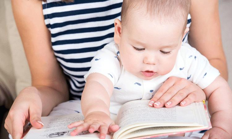 7x de voordelen van voorlezen aan je baby