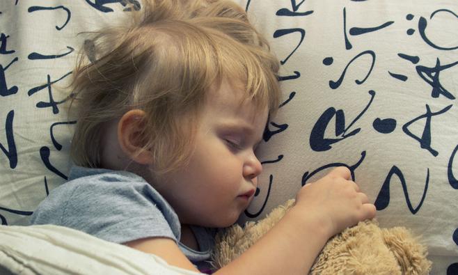 Kussen Voor Baby : Gelukkig gezin vader moeder en pasgeboren baby ouders kussen