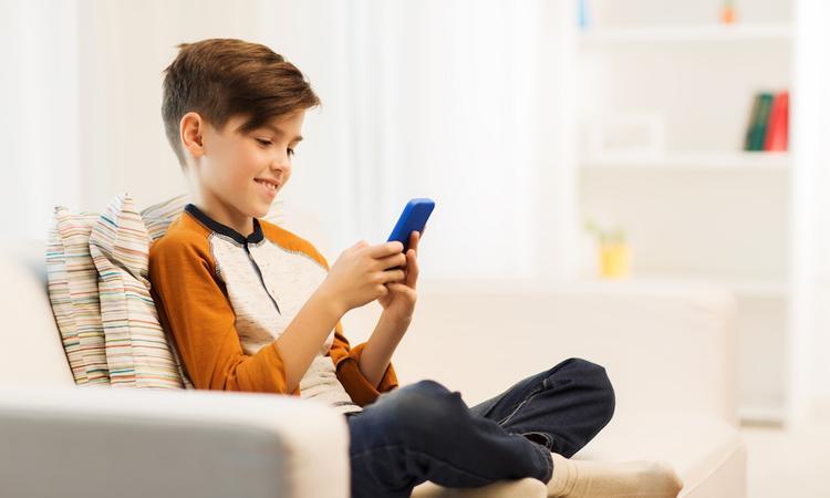 6x spelletjes die je kind op veilige afstand met opa en oma kan spelen