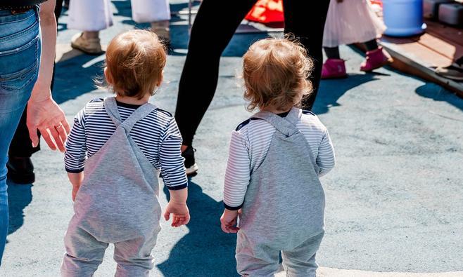 Alleen op pad met een tweeling: 7 onmisbare tips