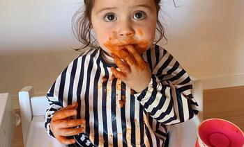 'Ik zou ik mijn kind nóóit voor een scherm zetten tijdens het eten. Niet gelukt helaas'