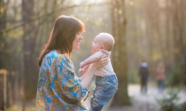 'Stem moeder stimuleert hersengroei baby'