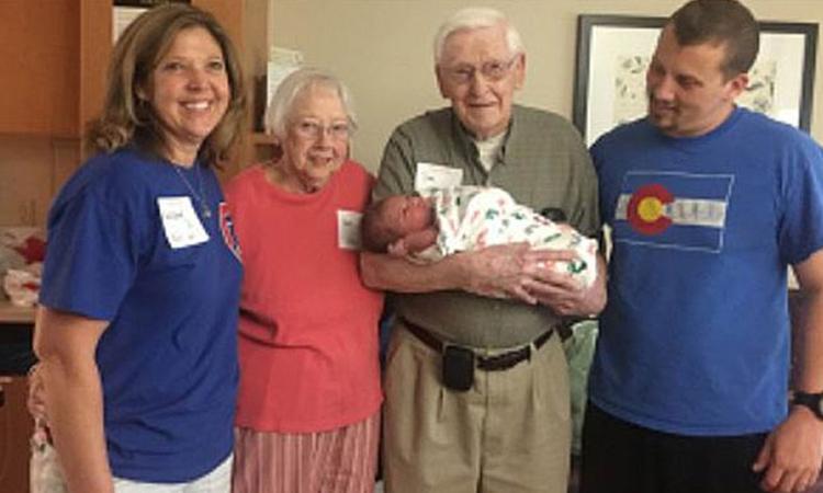 Baby is op dezelfde dag geboren als zijn vader én opa