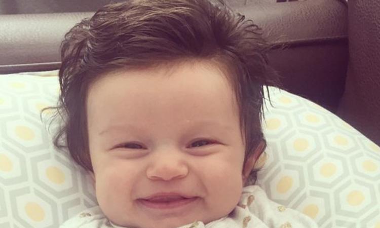 Baby met grote bos haar gaat viral
