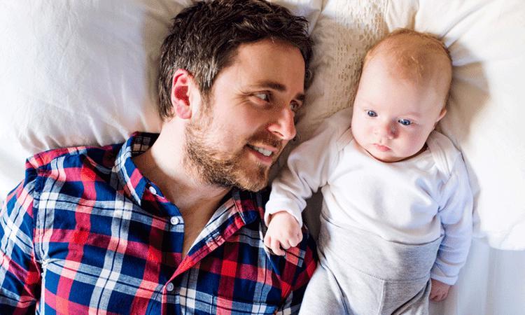 'Vader die kind erkent moet automatisch gezag krijgen'