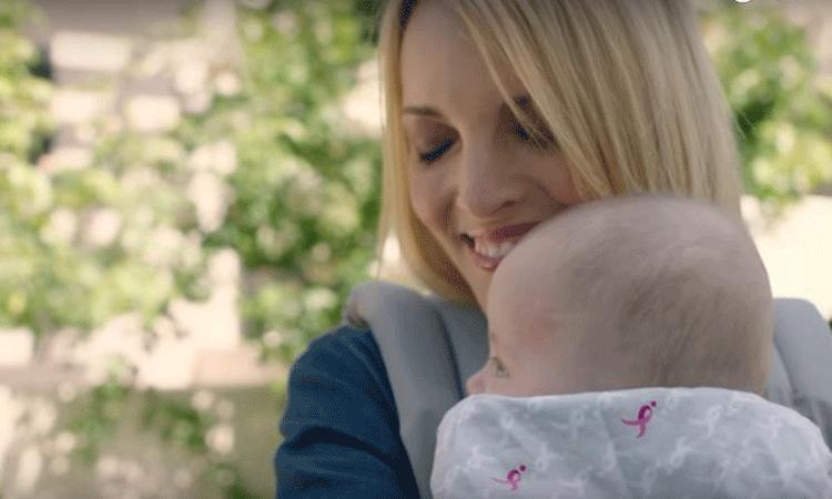 Ontroerend: ex-borstkanker patiënt mag voor het eerst haar baby dragen