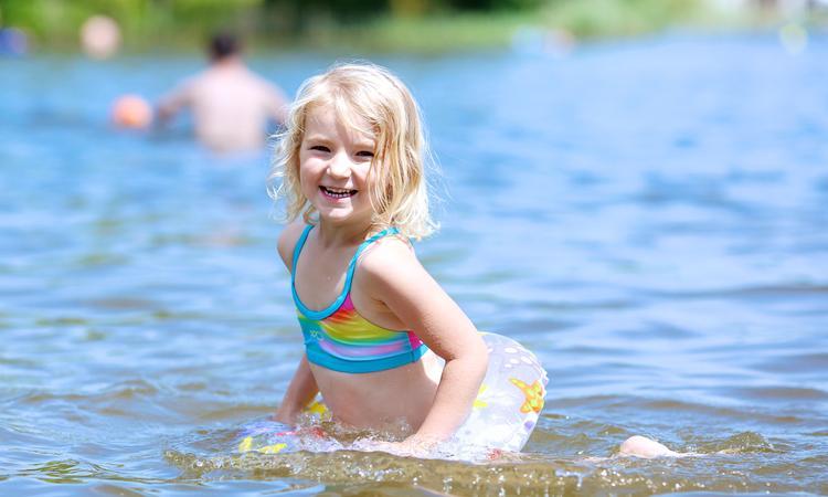 kind zwemmen meer