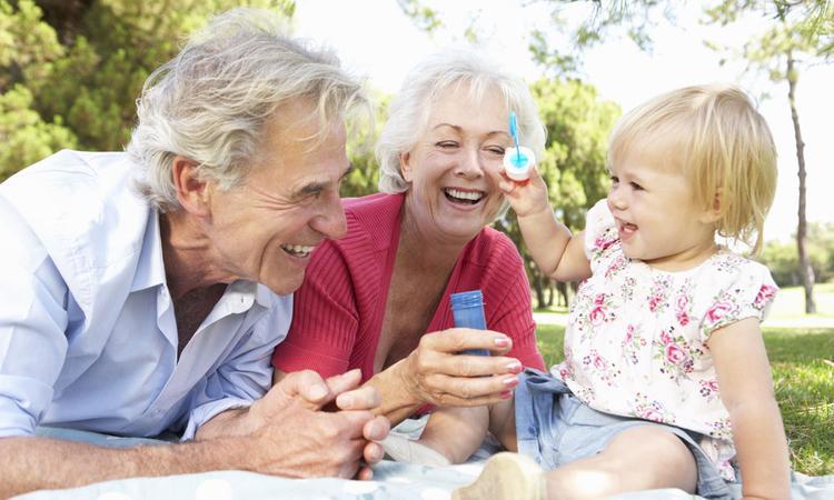 11 redenen waarom kinderen stapelgek zijn op hun opa en oma