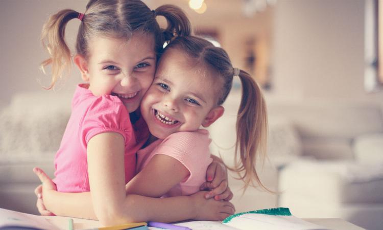 Gezinnen met twee dochters zijn het gelukkigst