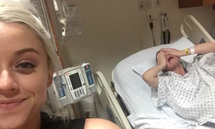 Vrouw gaat viral met bevallingsfoto van haar zus