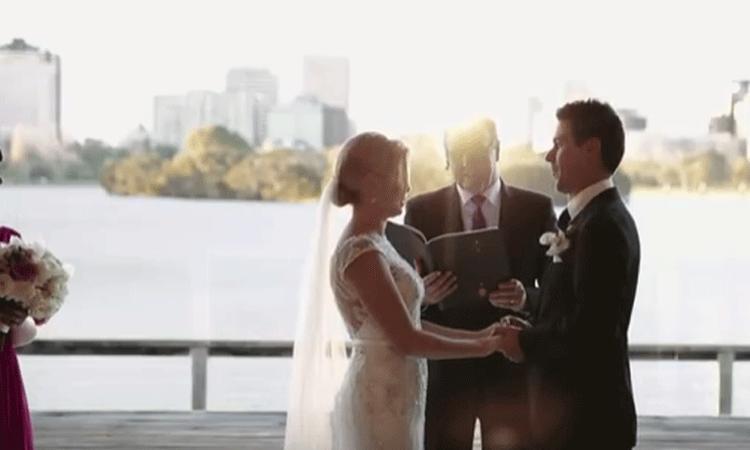 Bloemenmeisje steelt op hilarische wijze de show tijdens bruiloft