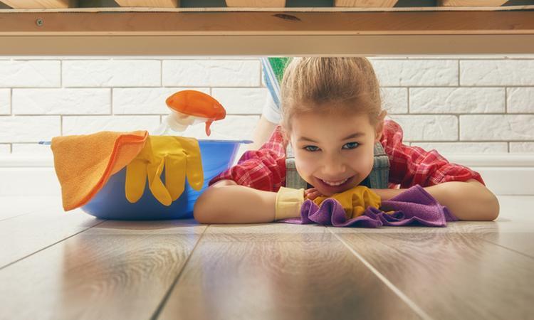 Huishoudelijke klusjes: vanaf welke leeftijd kunnen kinderen helpen?