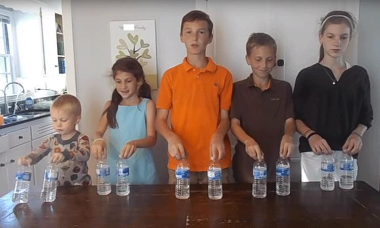 'Bottle flipping' is dé nieuwste rage onder kinderen