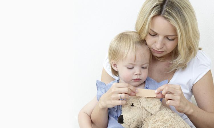 Snijwonden en schaafwonden bij je kind verzorgen