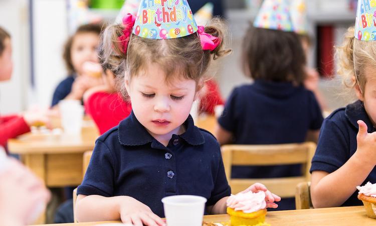 'Uitnodigingen uitdelen kinderfeestje mag niet meer op school'