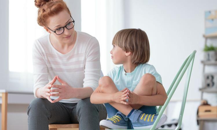 Lastig onderwerp bespreken met je kind? Zo pak je het aan