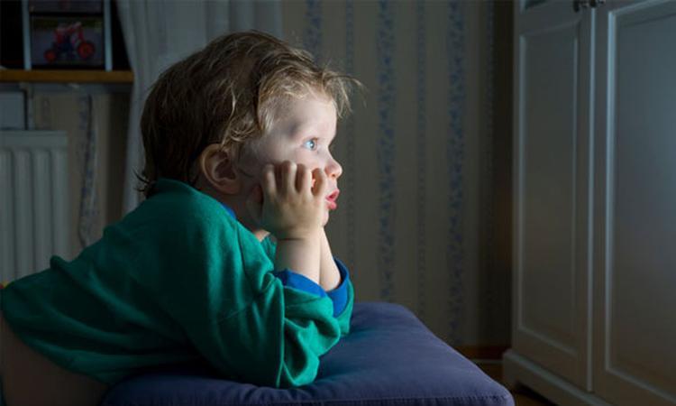 Lang tv kijken maakt kinderen dikker