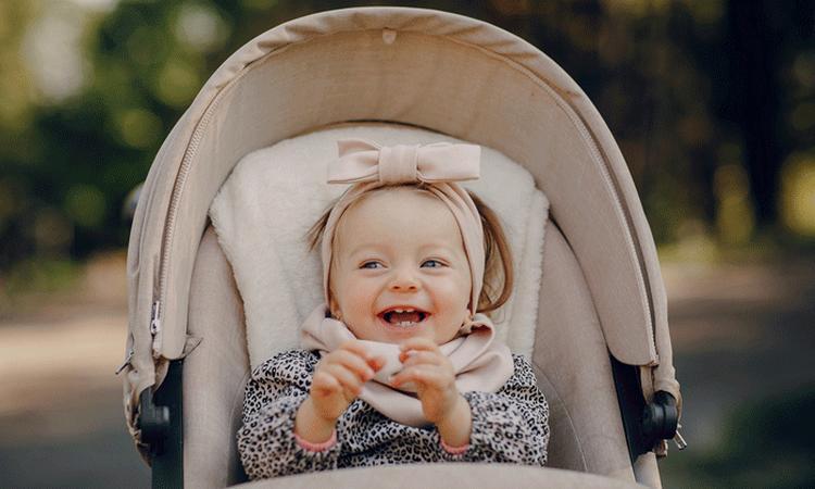 'Oogcontact in kinderwagen belangrijk voor ontwikkeling baby'