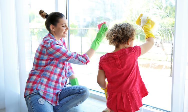 Schoonmaken met kleine kinderen in huis: 7 handige tips