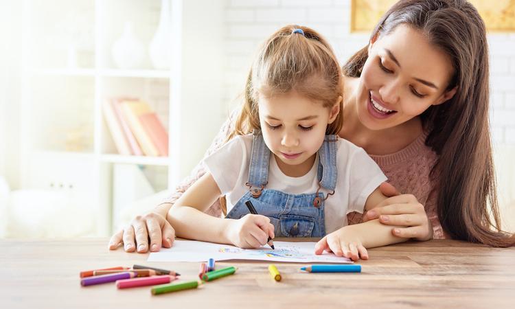 'Stop met het geven van overdreven complimenten aan je kind'