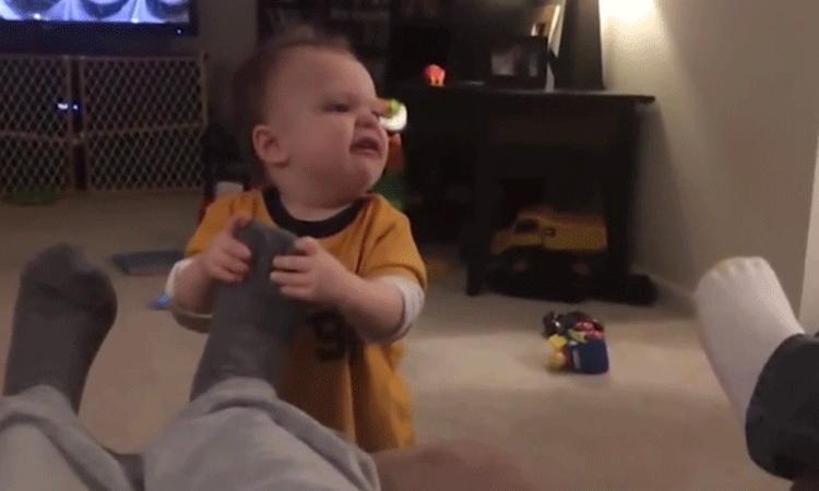 Heerlijke compilatie: deze baby's haten stinkvoeten