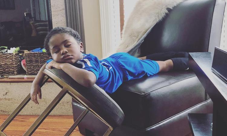 18 foto's die bewijzen dat kinderen werkelijk óveral kunnen slapen