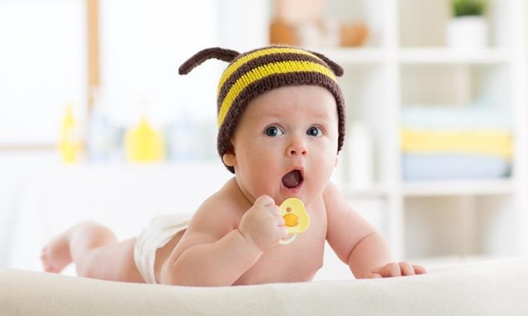 Waarom honing gevaarlijk is voor baby's
