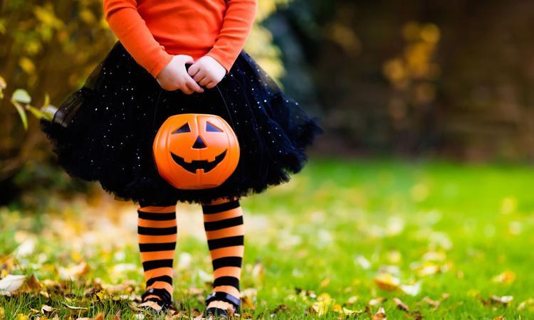 Daarom gaan kinderen met Halloween langs de deuren