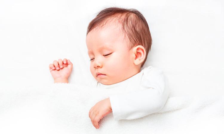 Wanneer slaapt een baby door?
