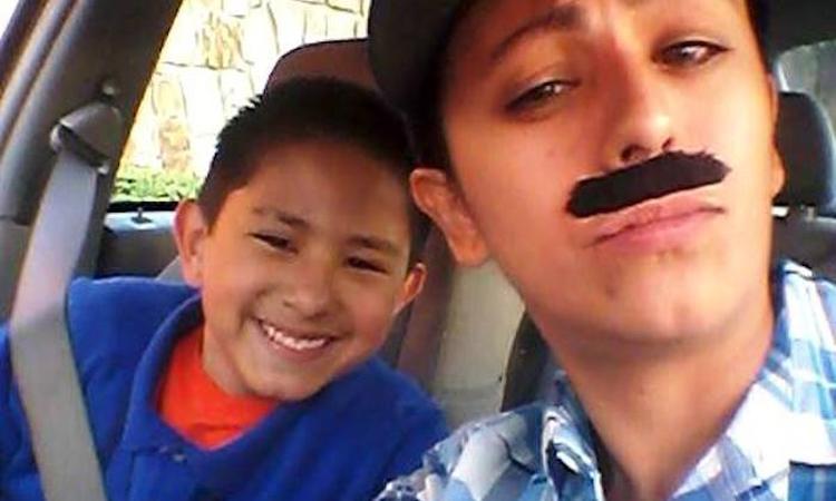 Alleenstaande moeder verkleedt zich als man voor vader-zoondag op school