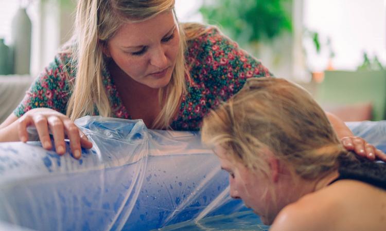 Een doula bij de bevalling: wat is een doula?