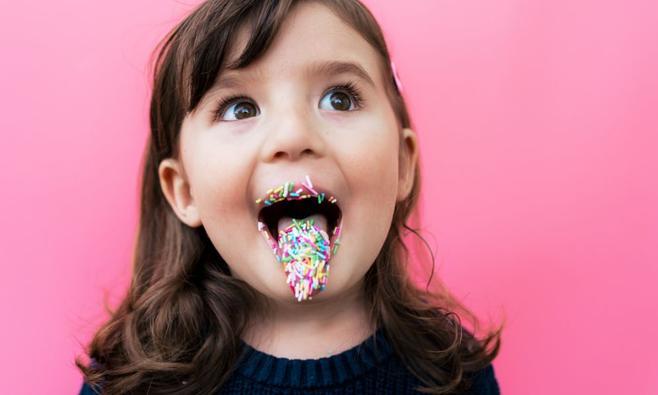 Jojanneke zoekt het uit: maakt suiker je kind hyper?