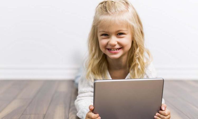 Onderzoeker: 'Kinderen weghouden van beeldschermen is kindermishandeling'