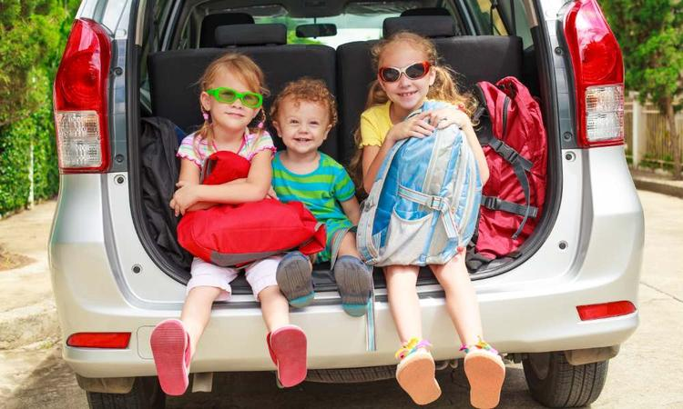 9 tips om je kind te vermaken tijdens een lange autorit of vlucht