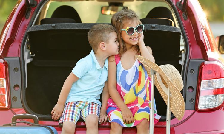 14 tips voor een lange autorit met kinderen