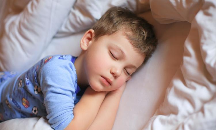 Hoeveel slaap heeft een schoolgaand kind nodig?